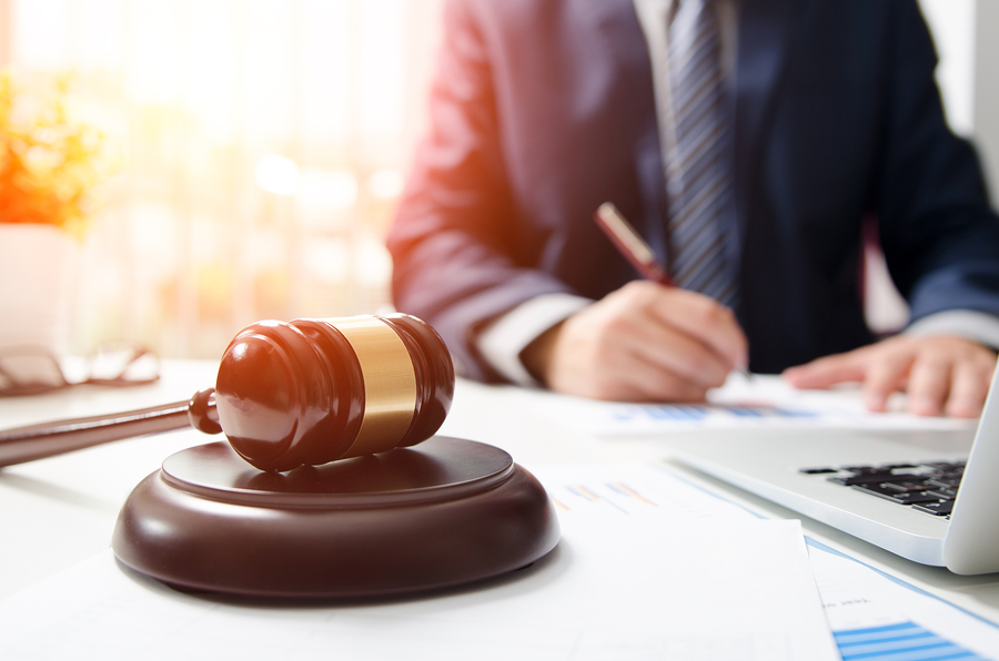 WHEN SHOULD I CALL A LAWYER AFTER AN AUTO ACCIDENT